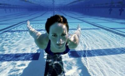 notizie-strane-dal-mondo-magdalena-incinta-piscina
